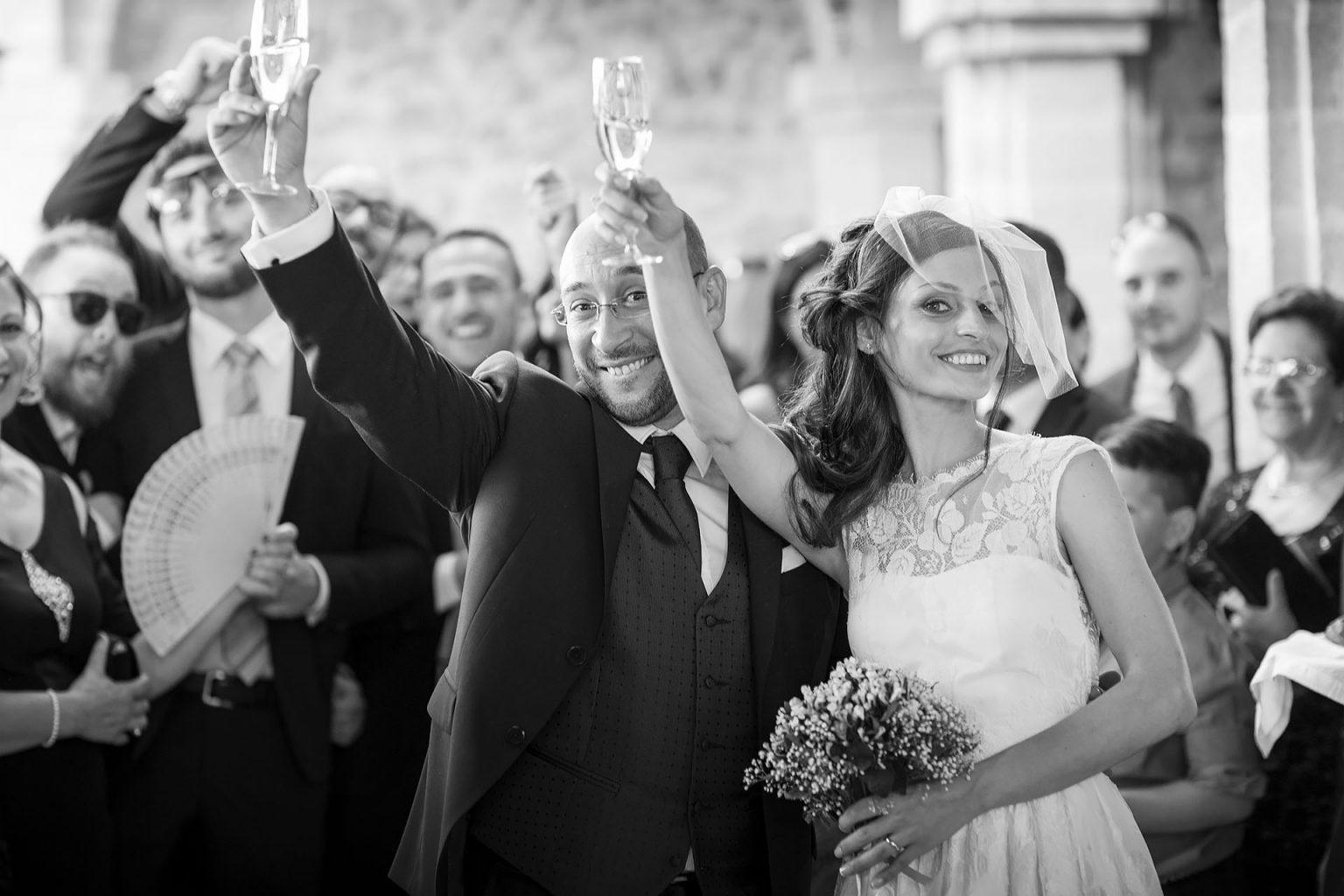 Gli Sposi Brindano fuori la Chiesa Fotografo Nino Lombardo