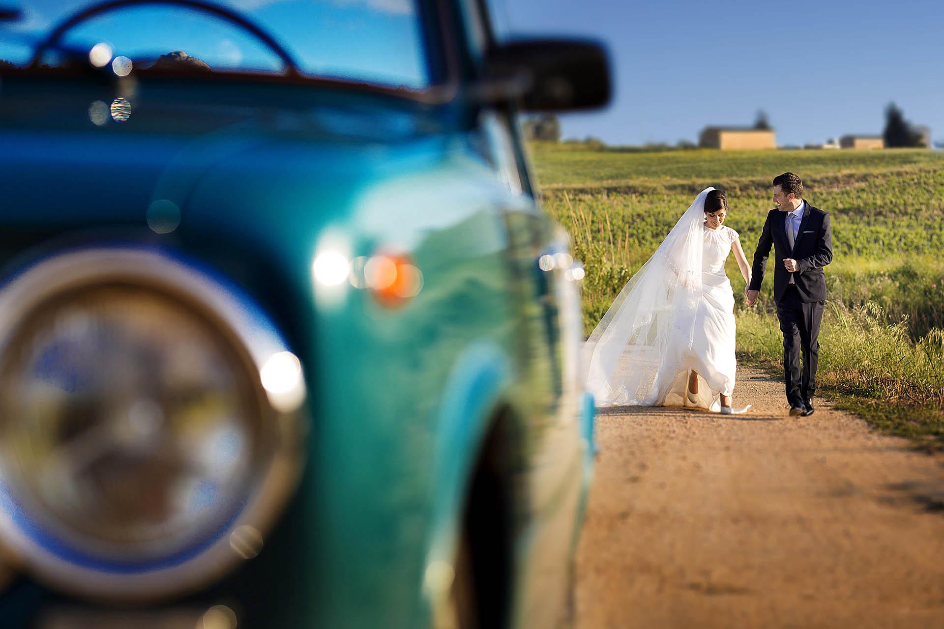 Fotografia di matrimonio nei campi siciliani
