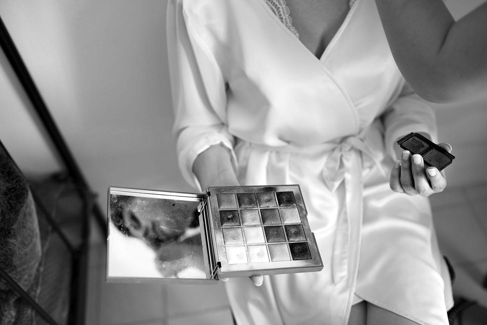 Foto della sposa che si prepara fotografata da Nino Lombardo Wedding Photographer