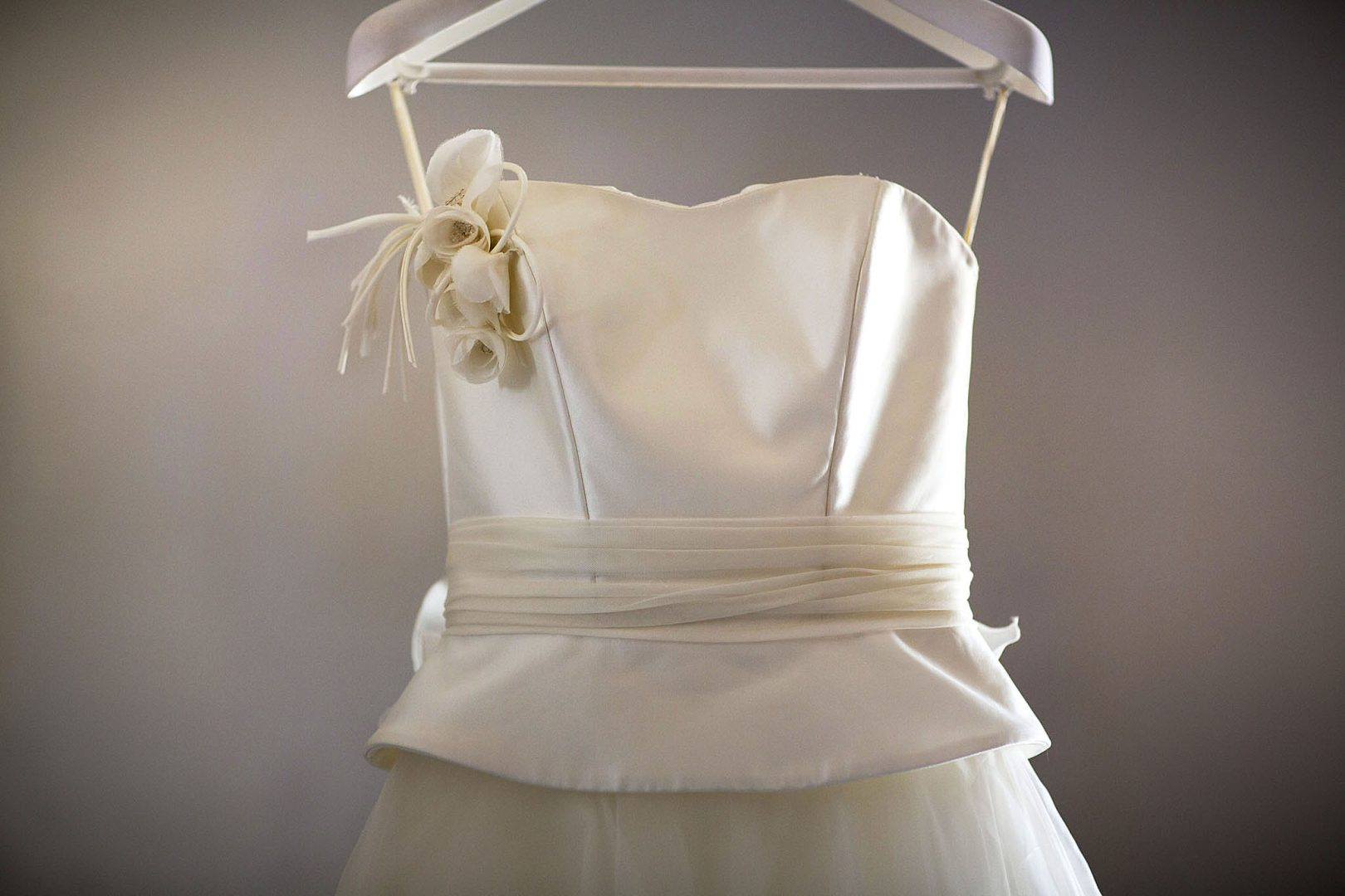 L'abito da sposa ripreso dal fotografo per matrimonio Nino Lombardo