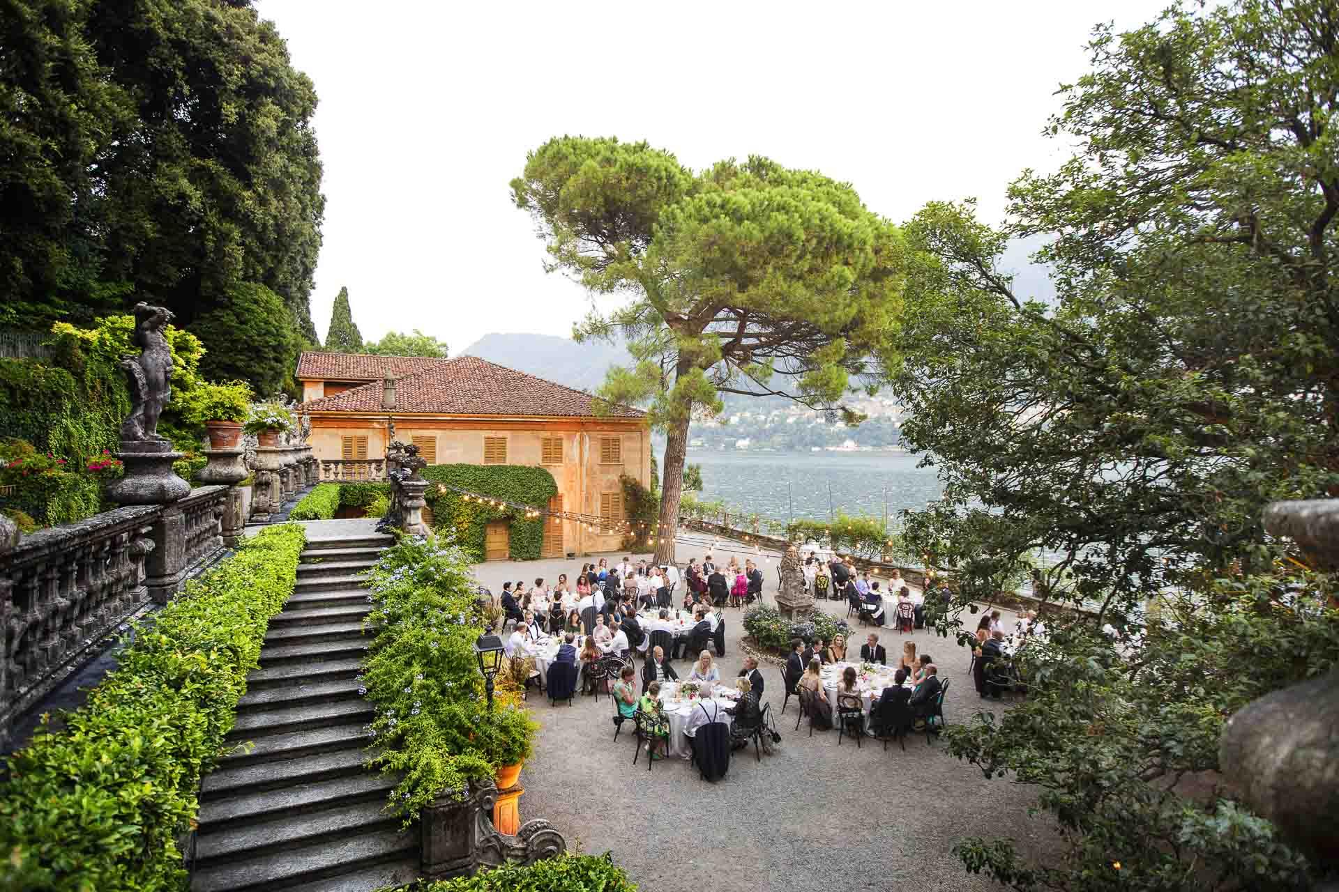 Fotografia di un Matrimonio sul Lago di Como Cena Sotto le Stelle
