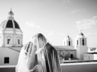Bravissimo Fotografo a Fotografare gli sposi che si baciano