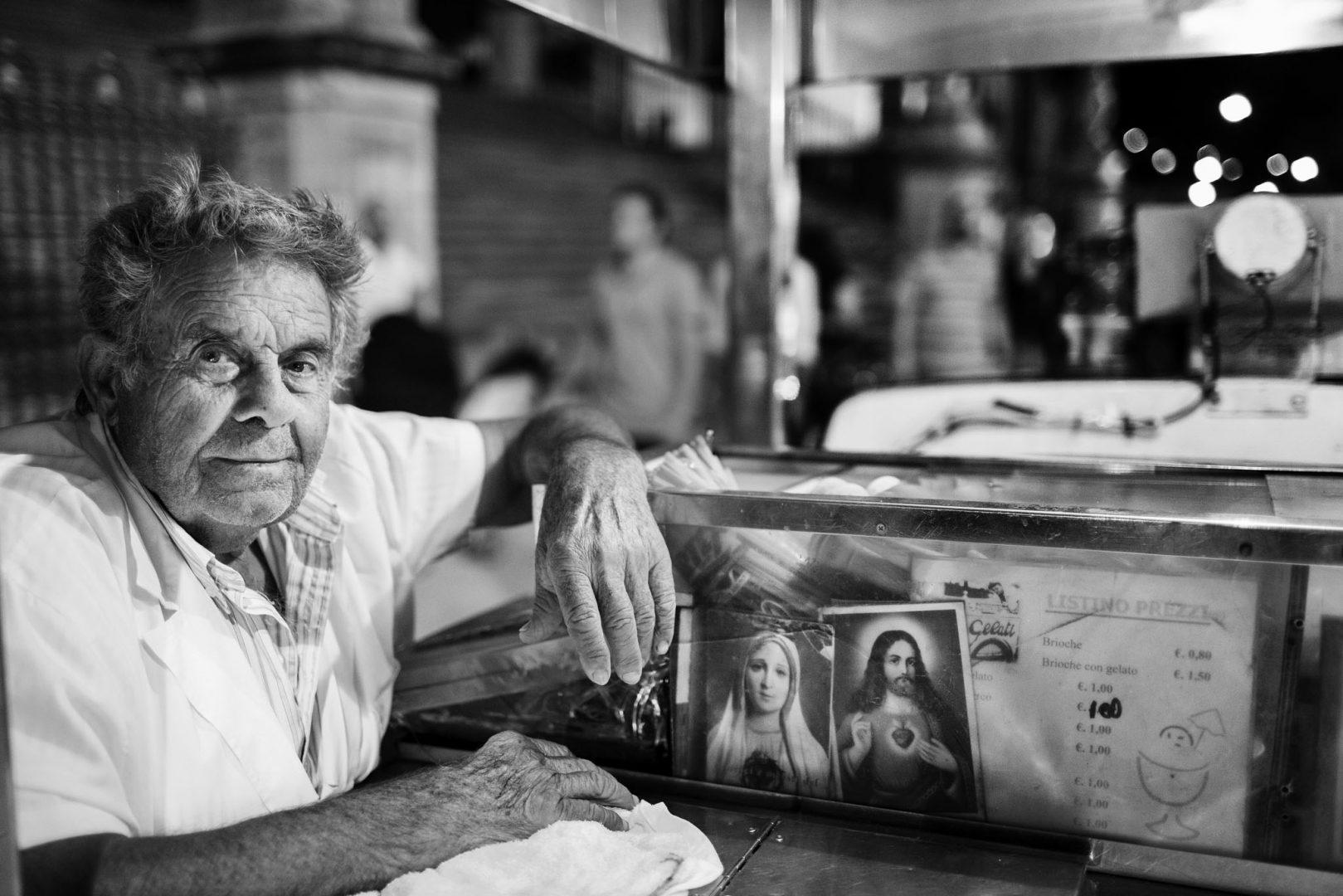 Gelataio. Nino Lombardo fotografo matrimonio a Modica