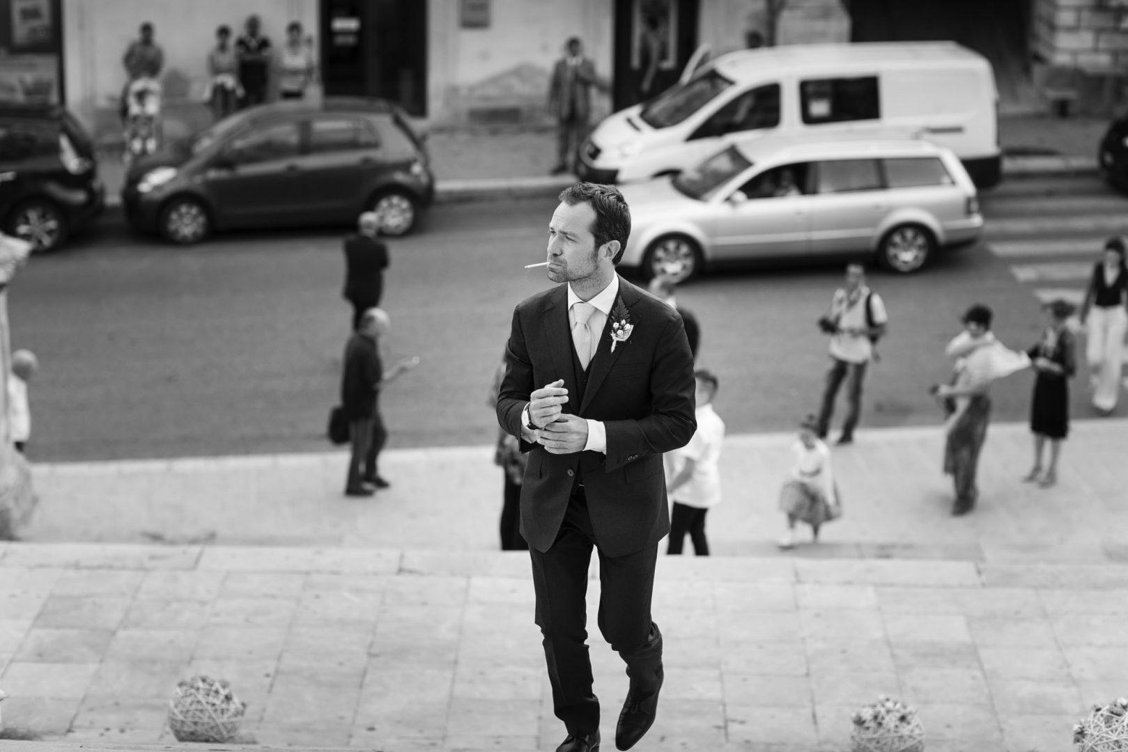 Fotografia in bianco e nero dello sposo. Nino Lombardo fotografo matrimonio a Modica
