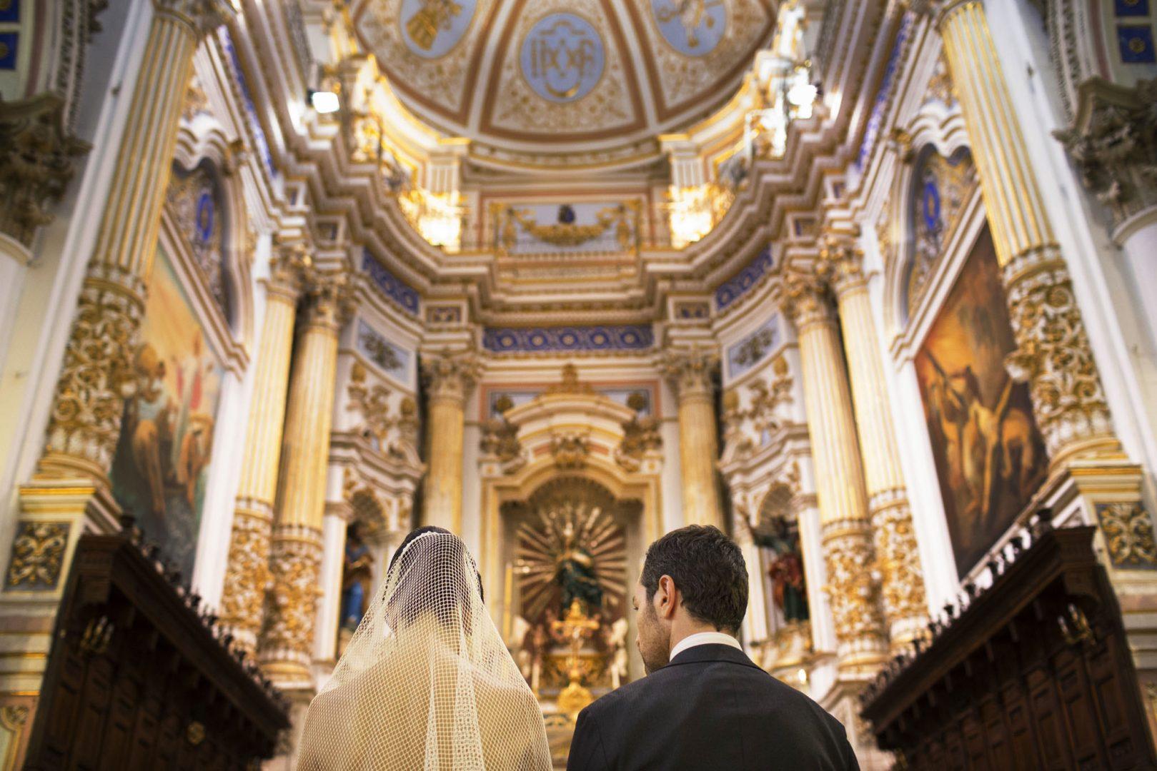 Gli sposi davanti all'altare. Nino Lombardo fotografo matrimonio a Modica