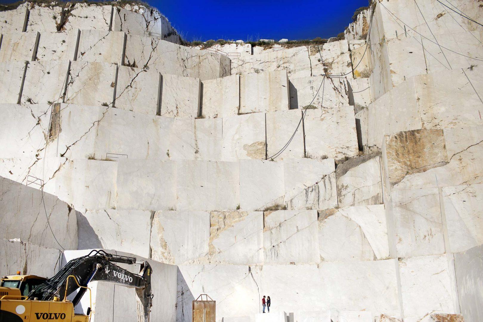 Fotografia Pre Matrimonio del Fotografo Nino Lombardo Foto in cava di Marmo a Custonaci Sicilia