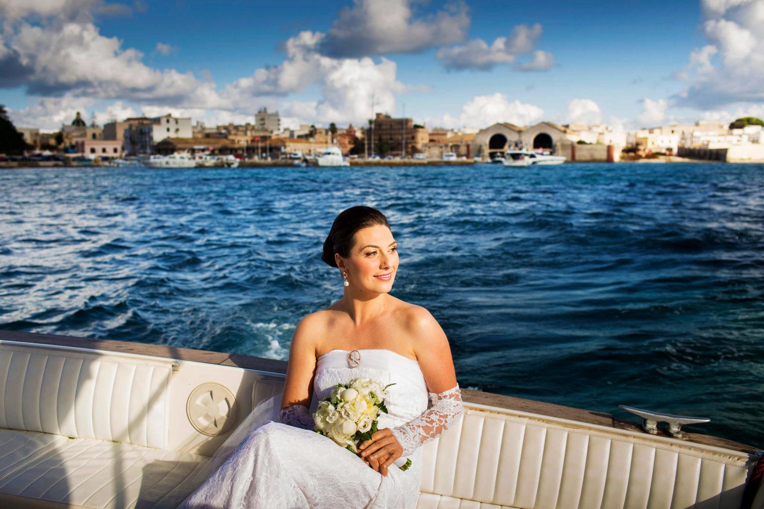 Matrimonio a Favignana Servizio fotografico Sposa in barca