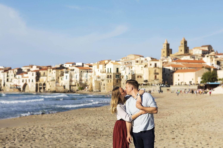 due futuri sposi durante un servizio fotografico di coppia fotografati da Nino Lombardo