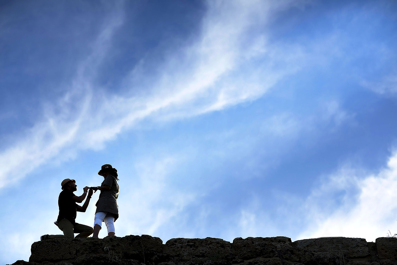 Servizio fotografico di fidanzamento a Selinunte, foto di coppia in Sicilia