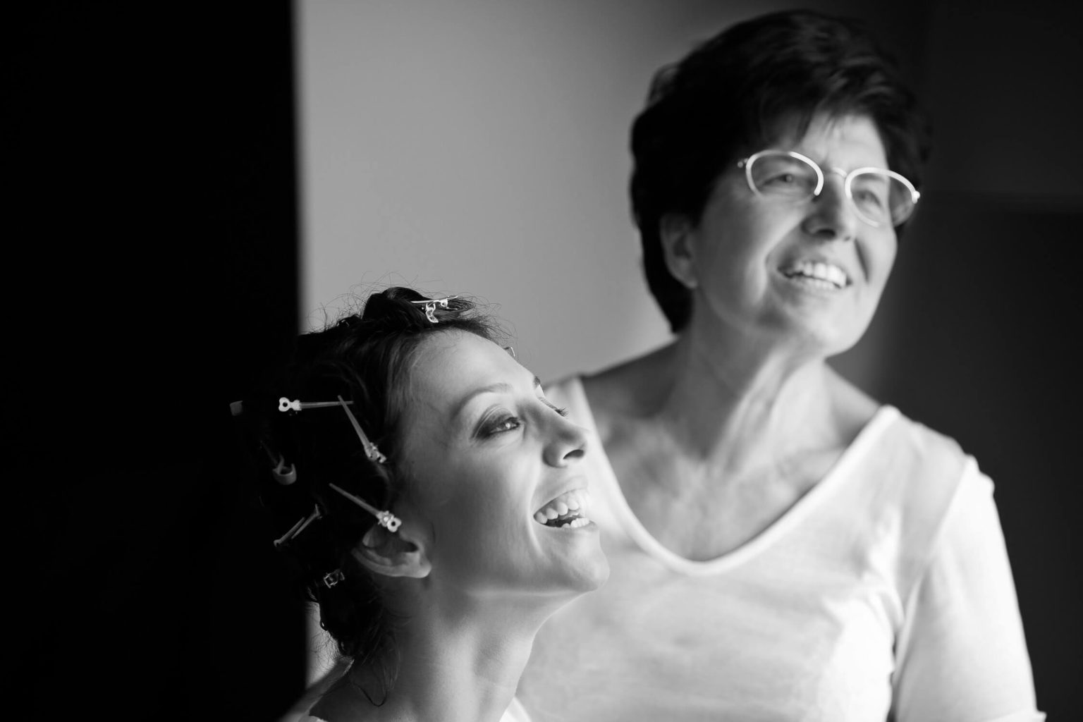 Bride and mother laugh, Nino Lombardo's black and white photography for the 1930s wedding