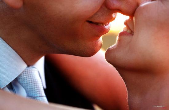 Bacio al tramonto del fotografo matrimonio Reggio Emilia