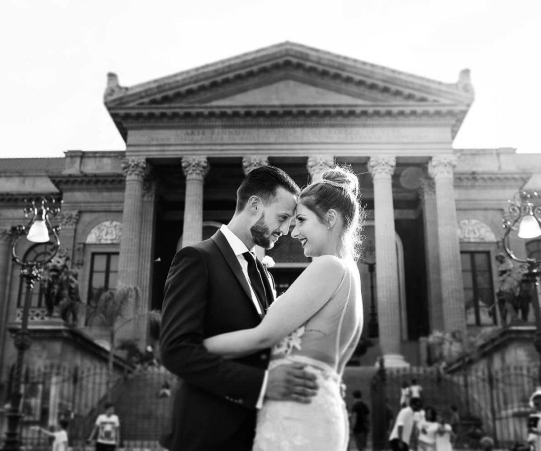 Sposi occhi negli occhi al Teatro Massimo, fotografia di matrimonio di Nino Lombardo