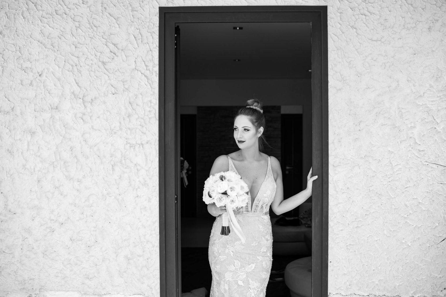 Sposa elegante con il bouquet, foto per matrimonio a Palermo di Nino Lombardo