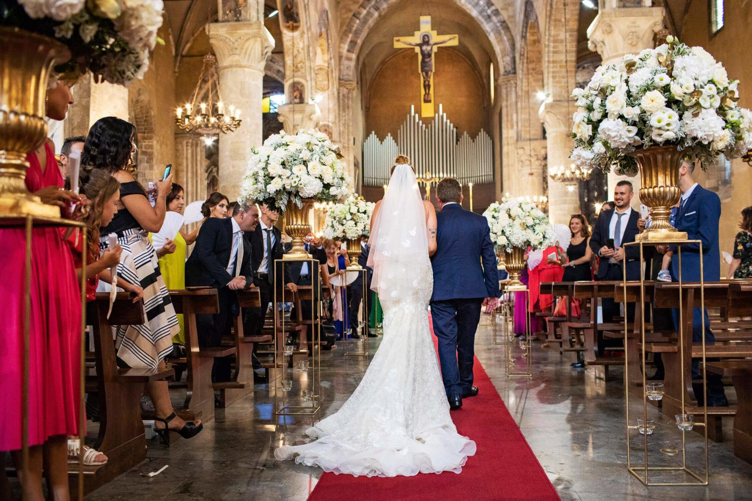 L'ingresso della sposa alla Basilica di San Francesco d'Assisi, foto per matrimonio a Palermo di Nino Lombardo