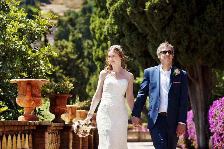Spouses stroll at the Gardens of Lady Florence Trevelyan in Taormina, wedding photography by Nino Lombardo