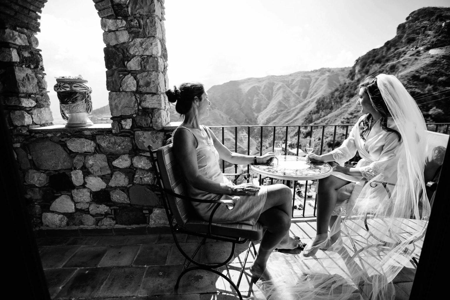 Magnifica veduta da Villa Sonia con la sposa, foto bianco e nero per matrimonio di Nino Lombardo