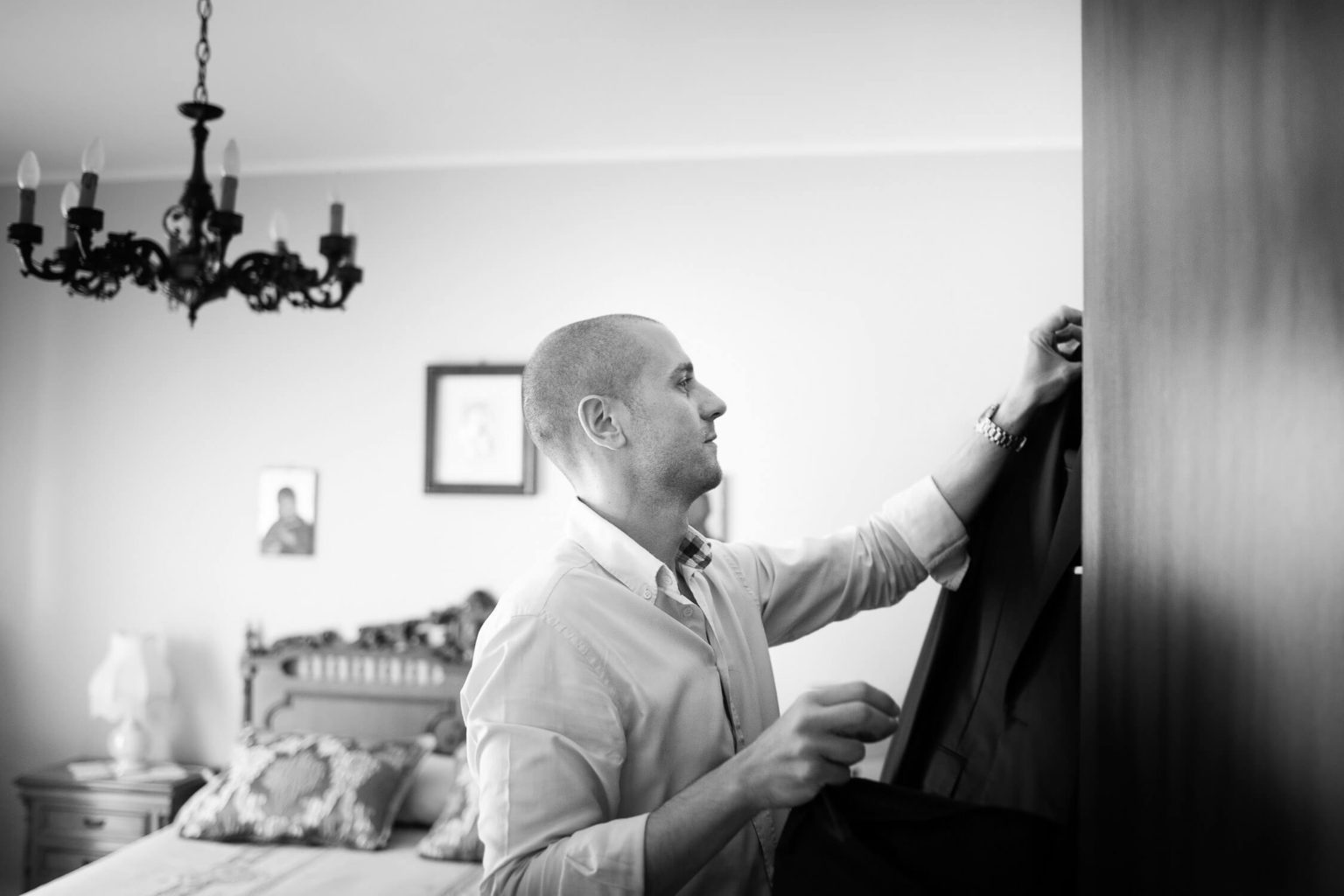 Preparations for groom, black and white photography by Nino Lombaro