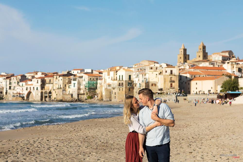 Fotografia fidanzamento per proposta di matrimonio a sorpresa a Cefalù, in Sicilia