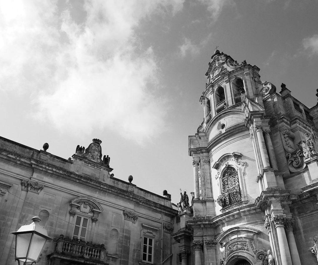 campanile del Duomo di San Giorgio a Modica, foto bianco e nero per matrimonio di Nino Lombardo
