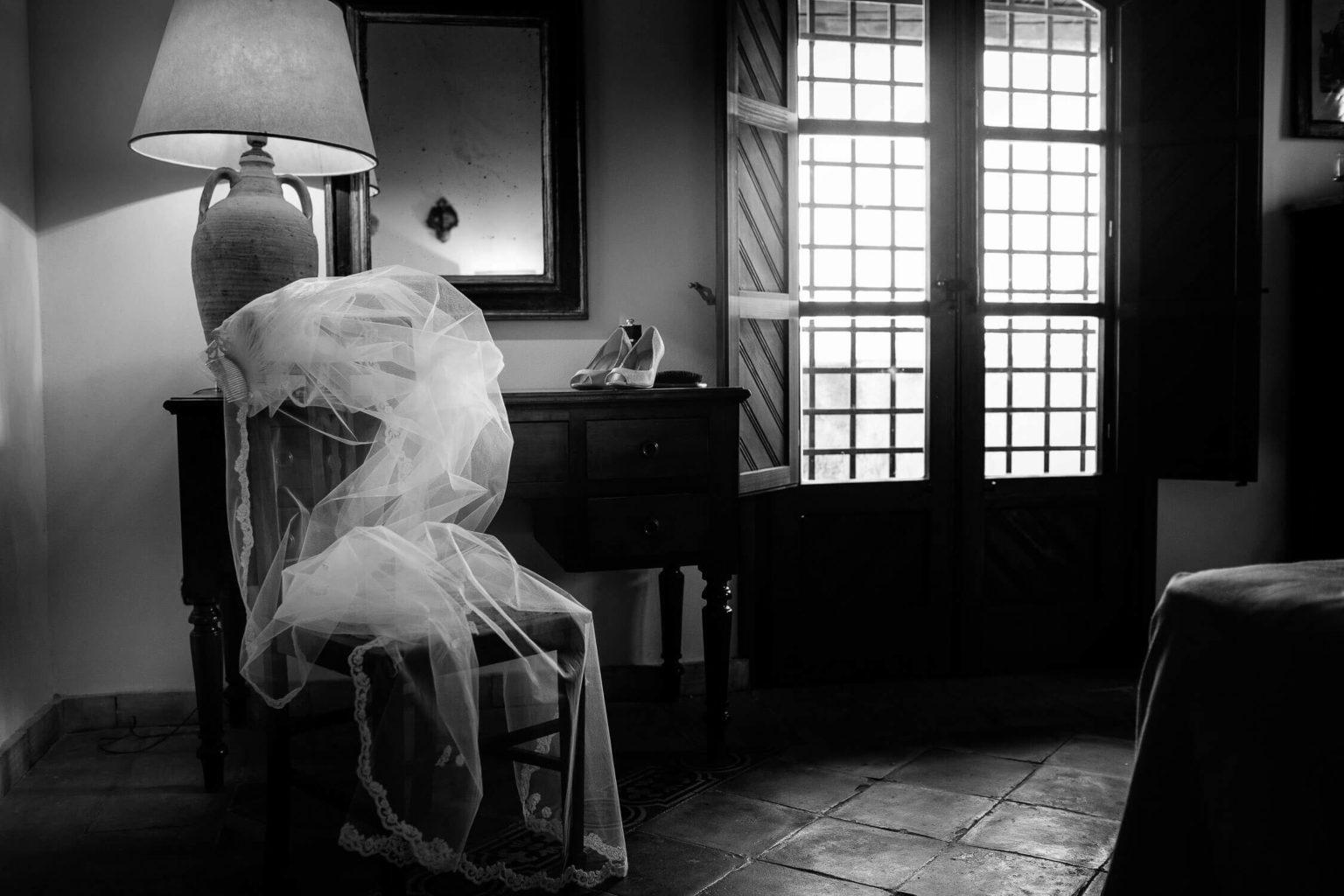 il velo, foto bianco e nero per matrimonio di Nino Lombardo