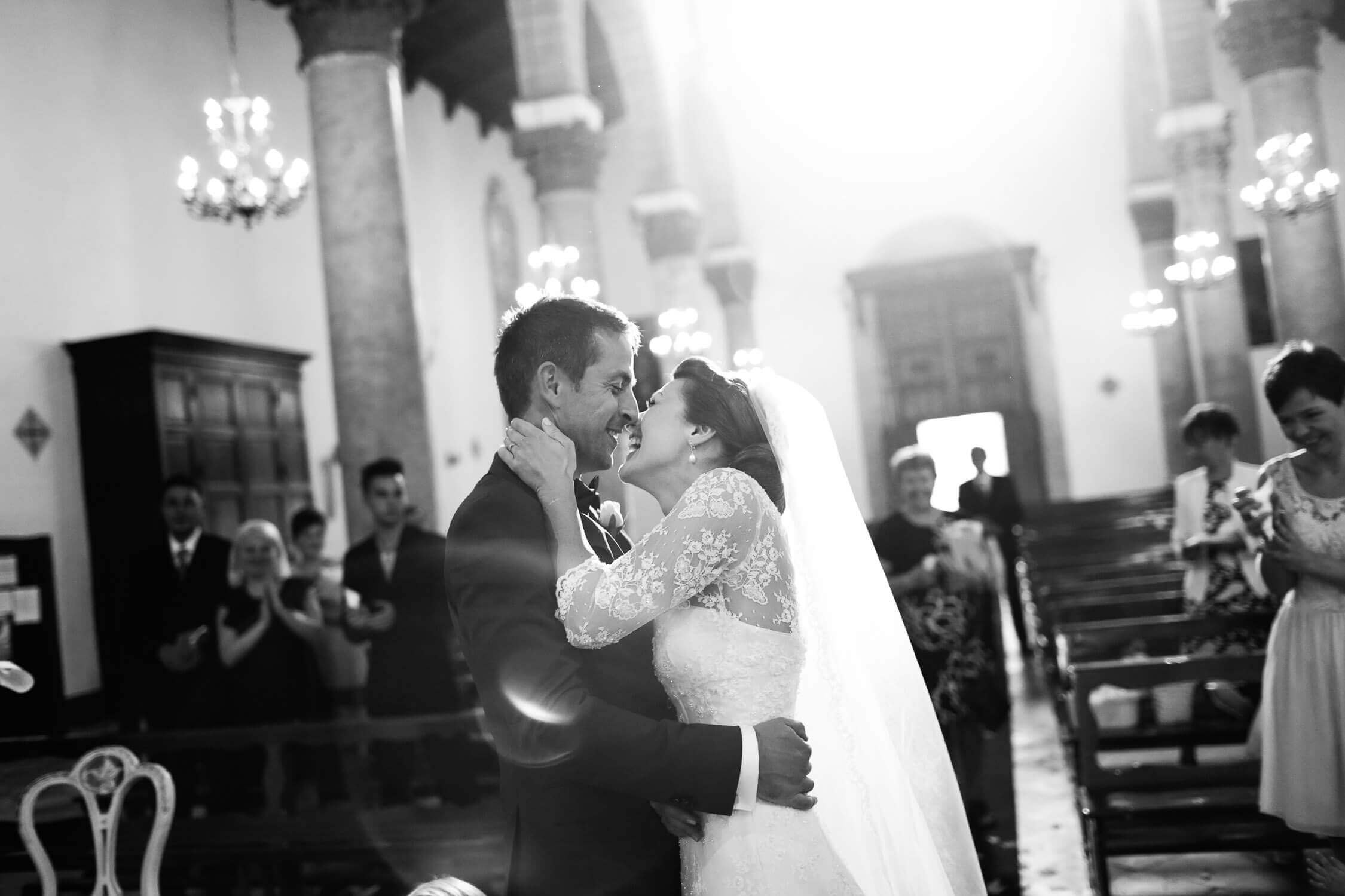 spouses embrace each other in the church, black and white photo for marriage of Nino Lombardo