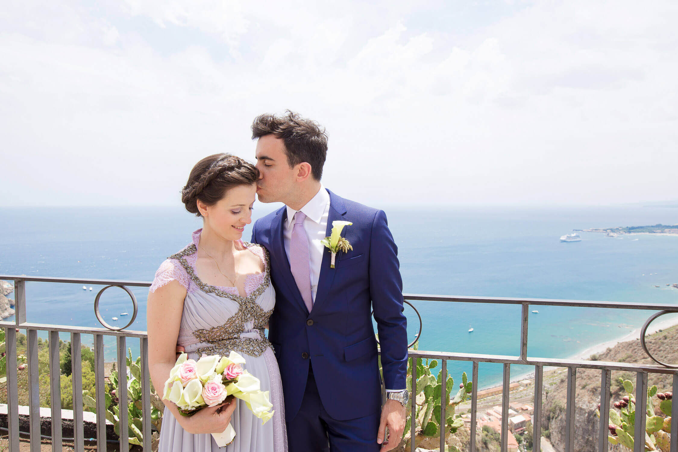 Spouses to the garden of Taormina overlooking the sea, photos by marriage of Nino Lombardo