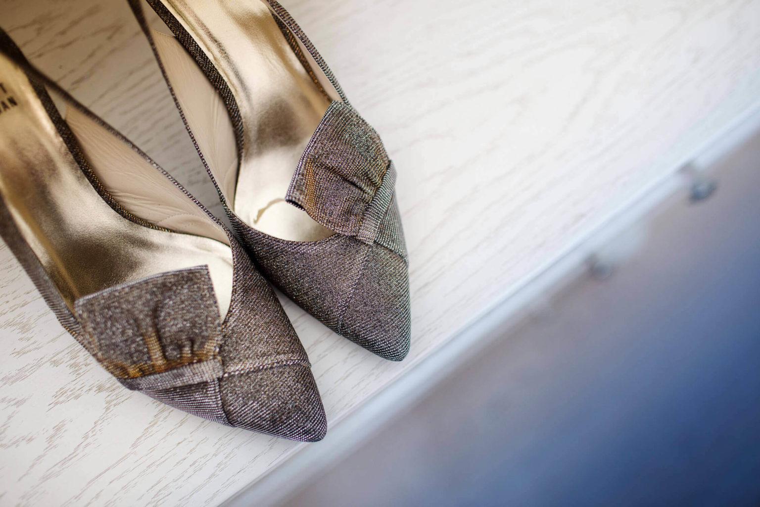 dettaglio scarpe sposa, foto per matrimonio di Nino Lombardo