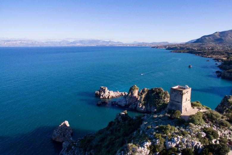 fotografo matrimonio Scopello Torre Doria bella vista con Faraglioni