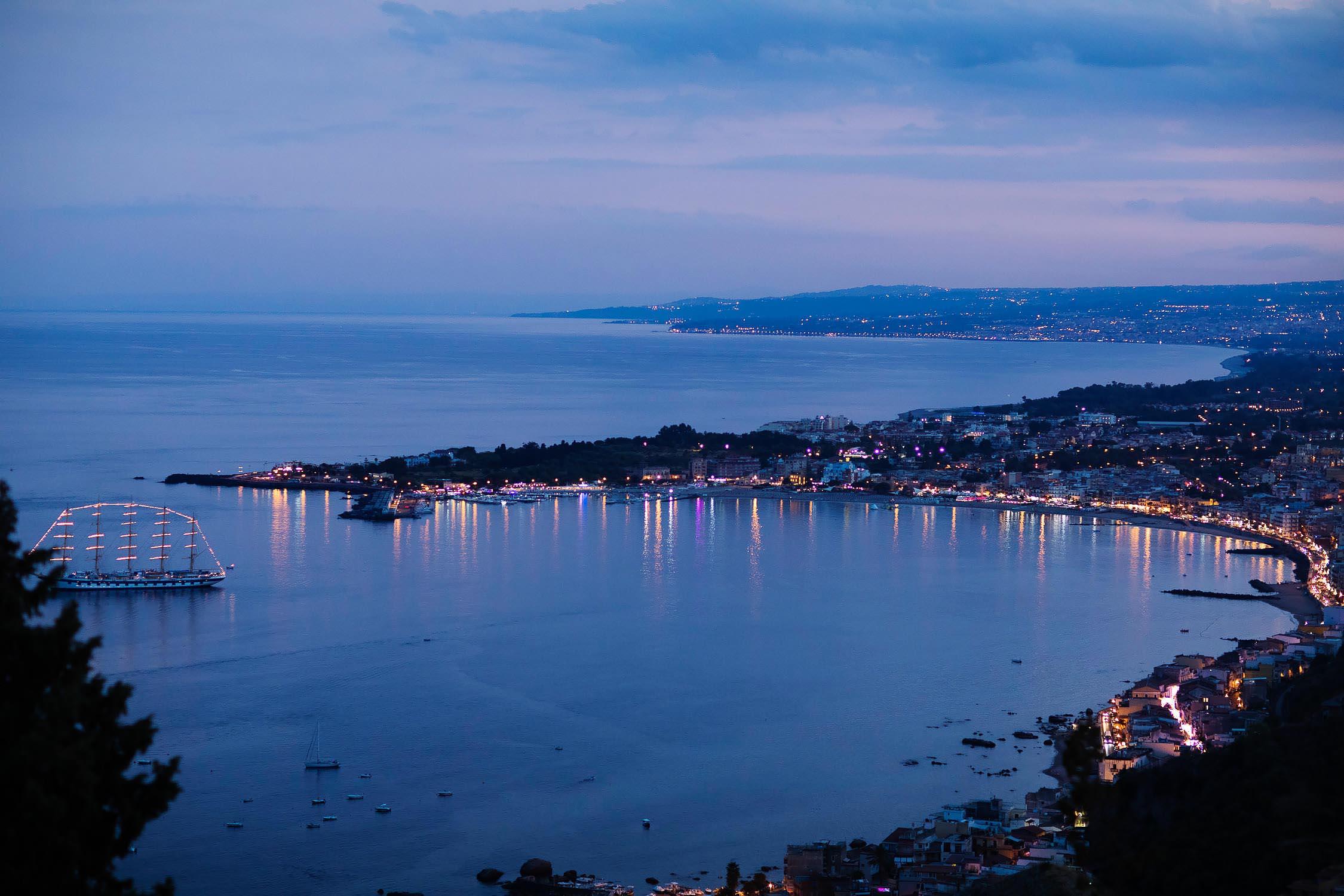 The Gulf of Taormina seen from the San Domenico Palace, wedding photo by Nino Lombardo