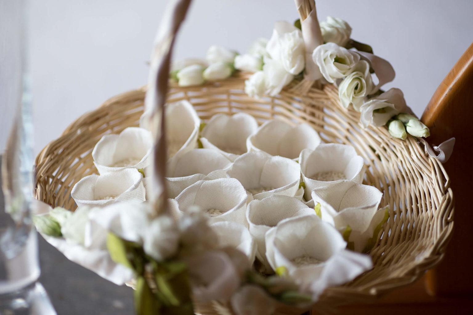 Fotografo per matrimonio a Menfi. Dettaglio del riso.