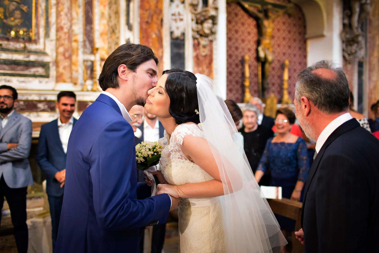 Matrimonio a Trapani fotografato in stile naturale in Sicilia