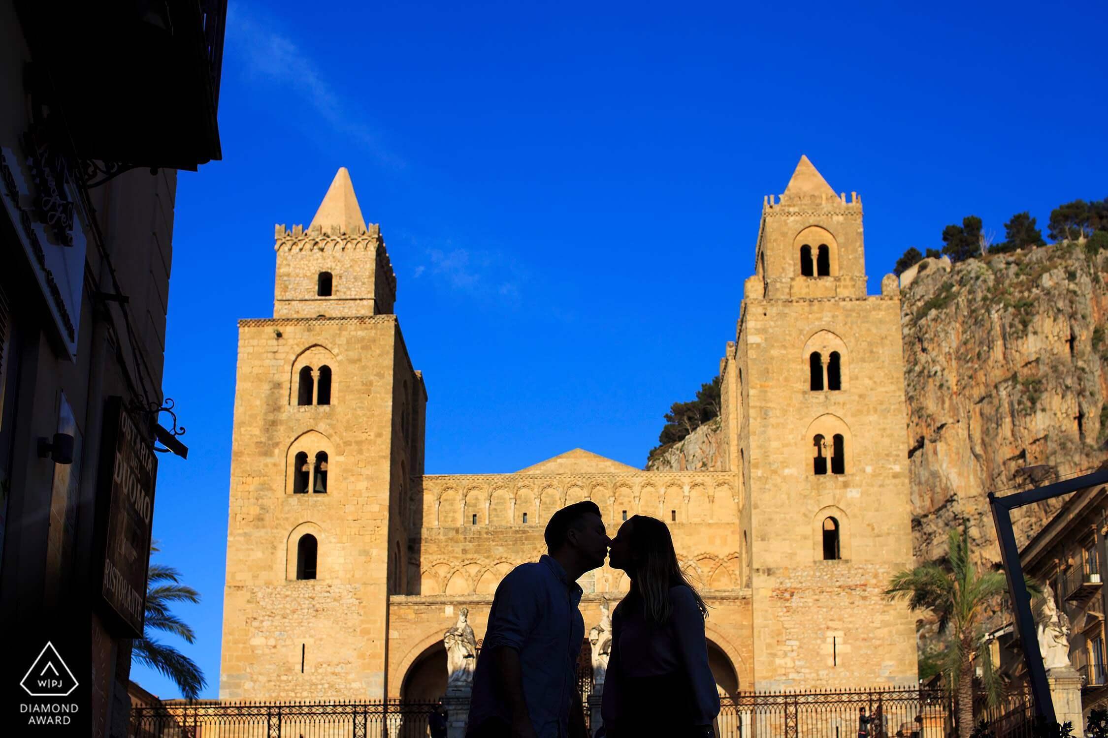 Cefalù proposta di matrimonio a sorpresa, controluce alla Chiesa Madre, foto Nino Lombardo