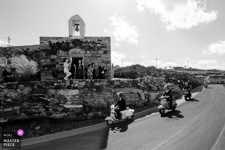 Foto Premiata da WPJA Pantelleria Lo sposo in Vespa del premiato fotografo matrimonio Sicilia