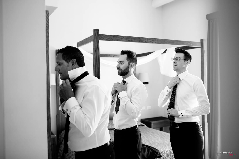 Fotografo Matrimonio Trapani a casa dello sposo un momento spontaneo durante i preparativi