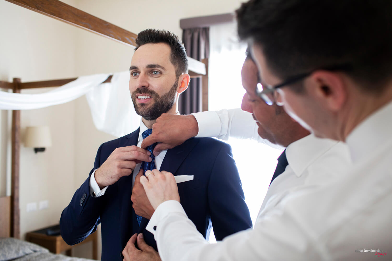 Servizio fotografico a casa dello sposo per matrimonio a Trapani in Sicilia