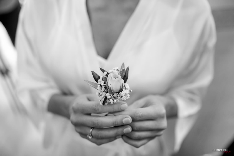 Dettagli a casa della sposa realizzati dal Fotografo Matrimonio Trapani durantei preparativi