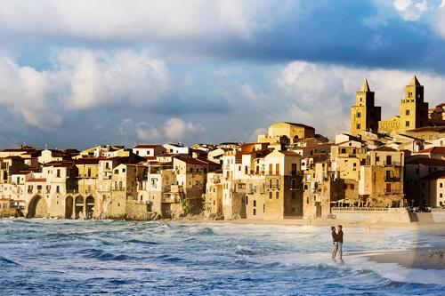 Fidanzati in riva al mare, foto per matrimonio a Cefalù Nino Lombardo