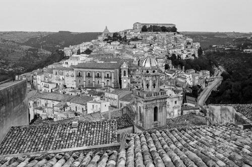 I tetti di Ragusa in Sicilia, foto bianco e nero per matrimonio di Nino Lombardo